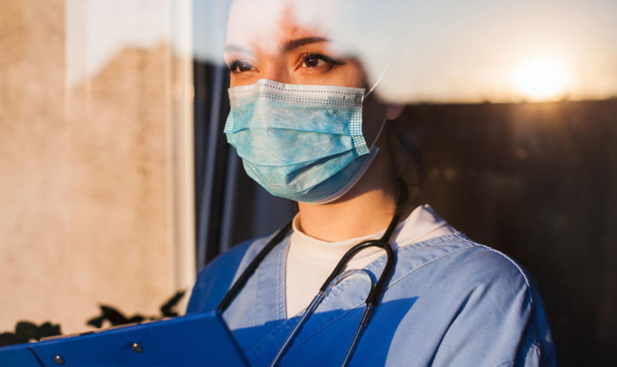 Omint lança material focado em seguro de vida para os profissionais de saúde