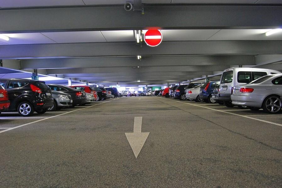 Projeto obriga estacionamentos comerciais a terem seguro