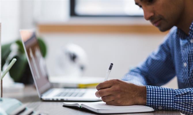 AXA inclui treinamento de diversidade na trilha de certificação para prestadores de serviços